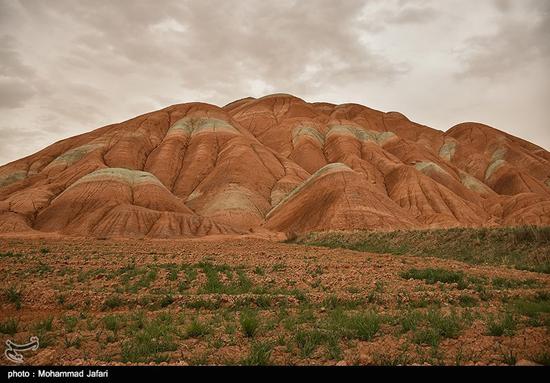 کوه های ماهنشان و تلالو رنگها در تپههای آن!+تصاویر