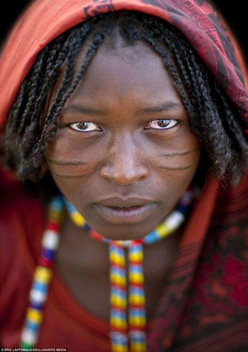 آرایش عجیب دختران اتیوپیایی با تیغ!+تصاویر