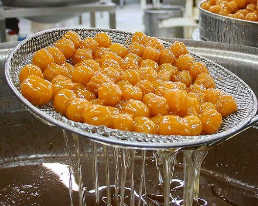 طبخ و فروش زولبیا و بامیه در ماه رمضان!