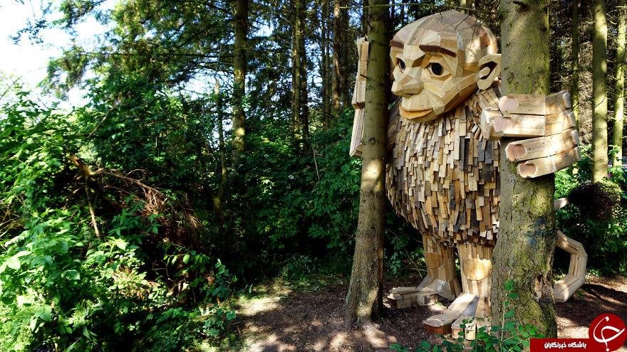 ساخت مجسمه با چوب های بازیافتی