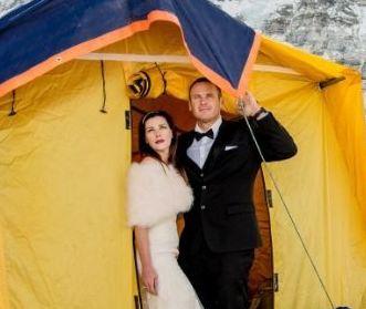 مراسم ازدواج در مرتفع ترین نقطه جهان در کمپ اصلی کوه اورست!+تصاویر