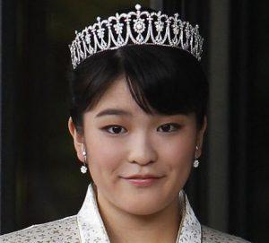ازدواج دختر امپراتور ژاپن با یک کارگر ساده در سواحل توریستی ژاپن!