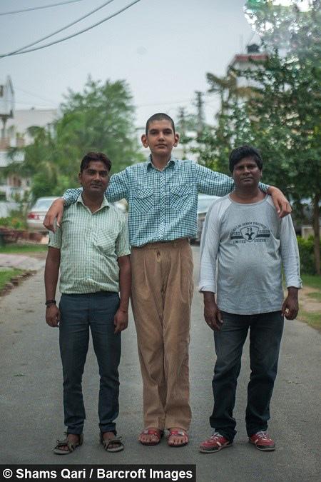 بلندترین هشت ساله دنیا که و برابر همکلاسیهای خود است!