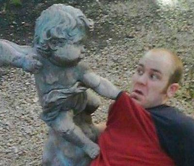 ژست های خنده دار در کنار مجسمه های شهر!