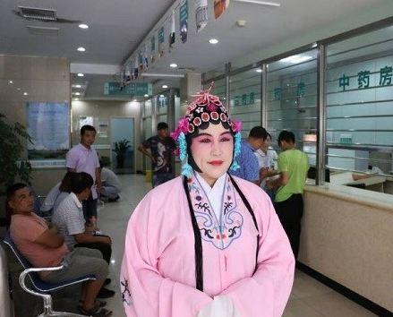 آرایش جالب پزشک اهل چین برای آسایش بیماران!
