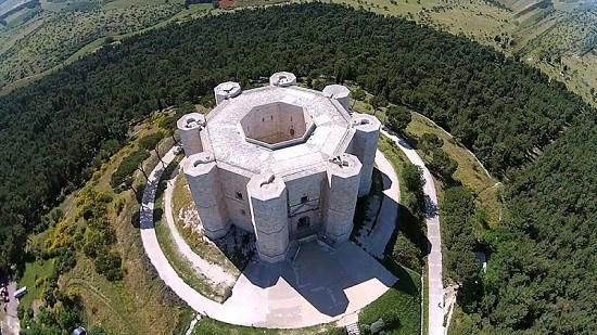 یکی از عجیب ترین قلعه ها در کشور ایتالیا