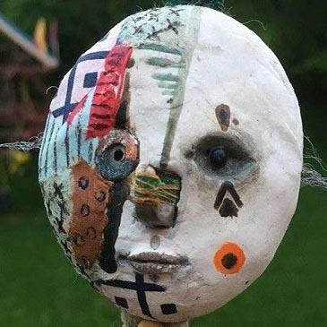ساخت مجسمه های ترسناک توسط پسر ۱۲ ساله!