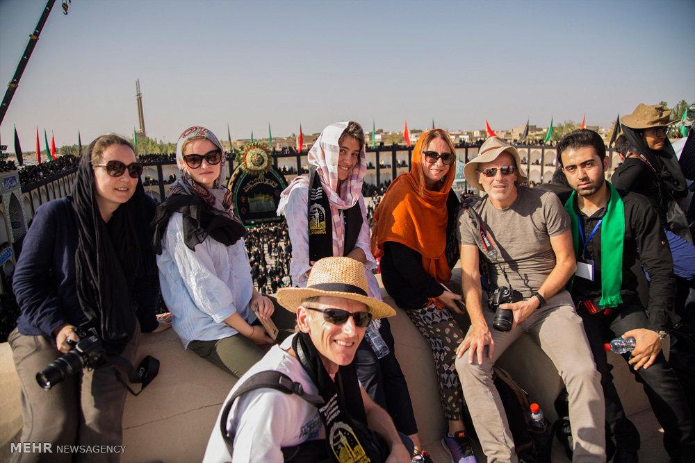 گردشگران خارجی در عزاداری عاشورا