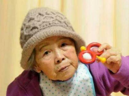 سلفی های پیرزن ۸۹ ساله ژاپنی در فضای مجازی!