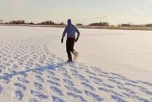 چگونه در برف پیاده روی کنیم که لیز نخورم!