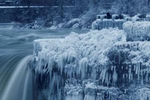 زیبایی های طبیعت در زمستان همراه با یخ و سرما!