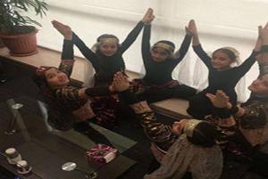 رقص دختران در مقابل شهردار تهران و واکنش کاربران در فضای مجازی!