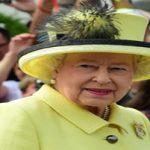 دلیل پوشیدن لباس به رنگ های جیغ توسط ملکه انگلیس چیست؟!