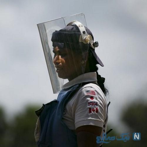 تصاویری عجیب از شغل باورنکردنی زنان در خطرناک ترین جای جهان