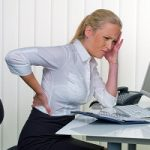 نشستن نادرست چه عوارضی برای زنان به دنبال دارد؟