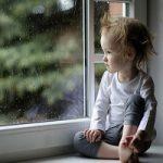 چرا گاهی کودکان دوس دارند تنها بمانند؟