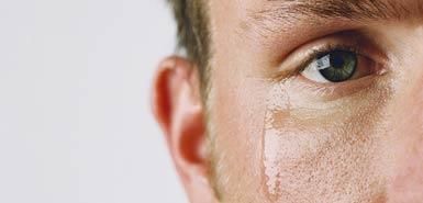 گریه کردن مردان برای زنان جذاب است یا زننده؟