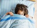 با کودکی که در اتاقش نمیخوابد چکار کنیم؟