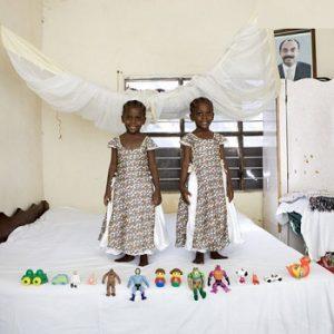 تصاویری از کودکان ملل مختلف و اسباببازی هایشان!