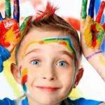 ریخت و پاش کردن کودک و آنچه از این کار می آموزد؟