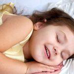 حرف زدن کودکان در خواب