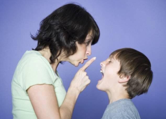 وادار کردن کودکان به سکوت و آسیب های روانی برای آنها