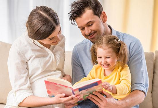 کتاب خواندن مادر و تاثیر آن برنوزاد