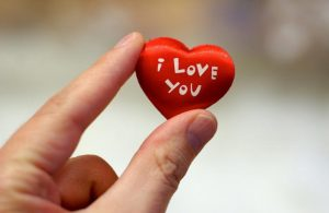 """وقتی مردی به شما میگوید """"دوستت دارم،"""" در اصل به چه فکر میکند؟"""