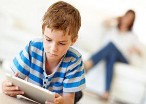 چرا نباید برای کودکان تلفن همراه بخریم؟