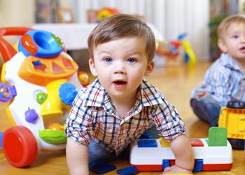 آشنایی با مراحل مهم رشد کودکان