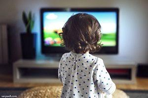 اثرات منفی تماشای تلویزیون برای کودکان