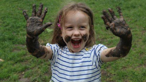 خاک بازی کودکان