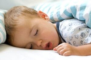 خروپف کودکان را در خانه درمان کنید