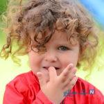 علت ناخن جویدن کودکان را بدانید