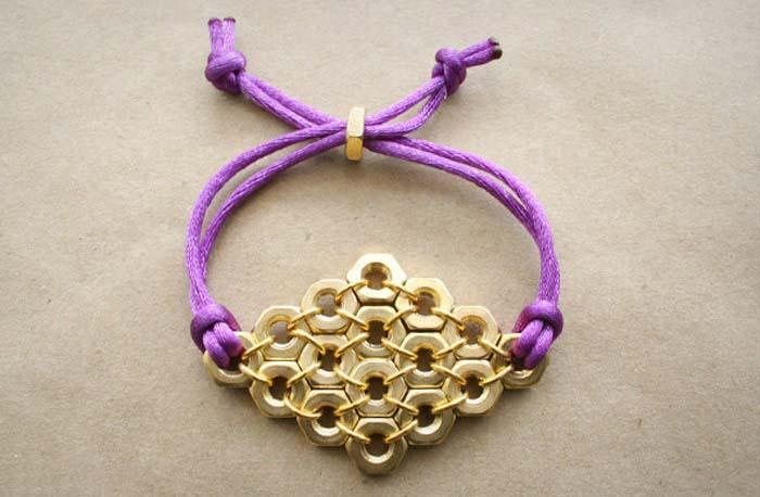 آموزش ساخت دستبند دخترانه بسیار شیک با وسایل دورریختنی +تصاویر