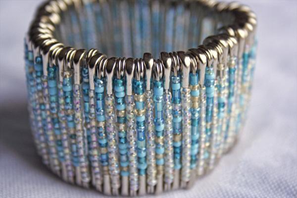 ساخت دستبند زیبا با وسایل اضافه+تصاویر