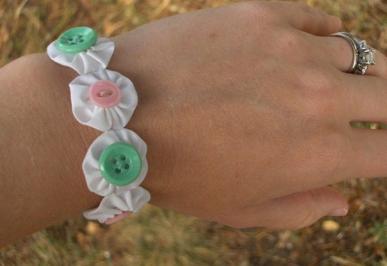 آموزش ساخت دستبند پارچه ای دخترانه زیبا با روشی بسیار ساده تصاویر