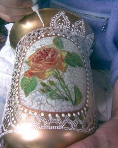 آموزش تزیین گلدان شیشه ای با تلفیق دکوپاژ و نقاشی نقطه ای