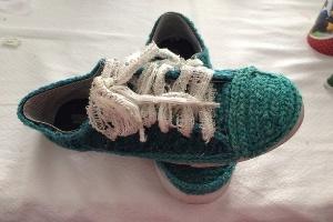 آموزش تزیین کفش های کهنه با کاموا؛ ساده و منحصر به فرد