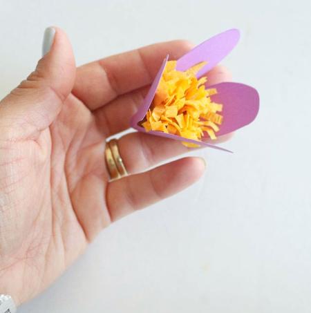 آویز گل کاغذی