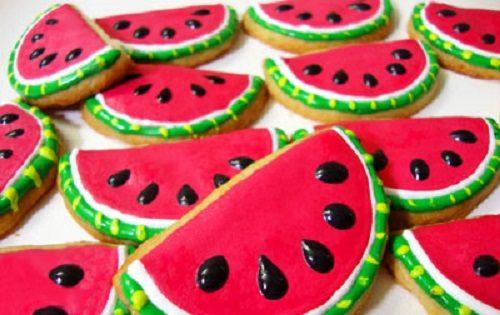 شربتی خوش طعم با هندوانه مخصوص شب یلدا
