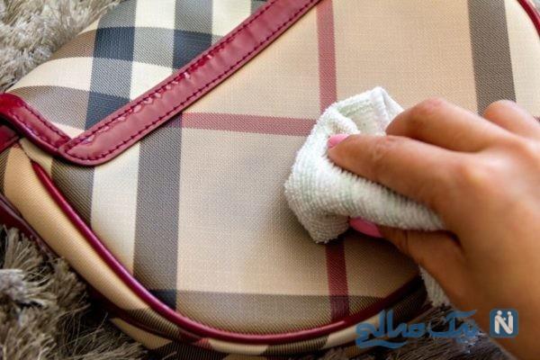 پاک کردن جوهر خودکار را از روی کیف چرمی