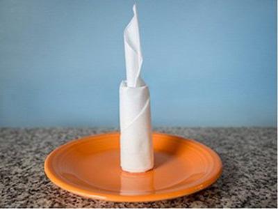 تزیین دستمال سفره به شکل شمع زیبا +تصاویر