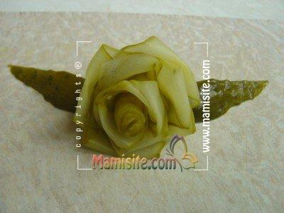 آموزش تصویری تزئین خیارشور به شکل گل رز+تصاویر