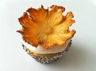 تزیین شیرینی با گل هایی زیبا آناناس +تصاویر