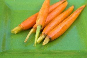 به راحتی پوست هویج را غلفتی بکنید!