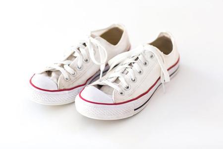 نحوه شستن کفش های کتانی +تصاویر