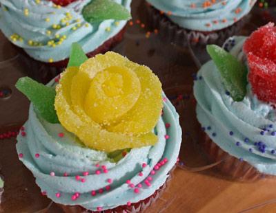 تزیین کیک با گل های شکری +تصاویر