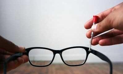 تعمیر عینک های شکسته با راهکاری ساده وآسان در خانه