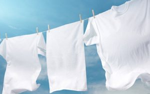 تکنیک ها و راه حلهایی خانگی شستشوی لباسهای سفید و نحوه نگهداری آن ها
